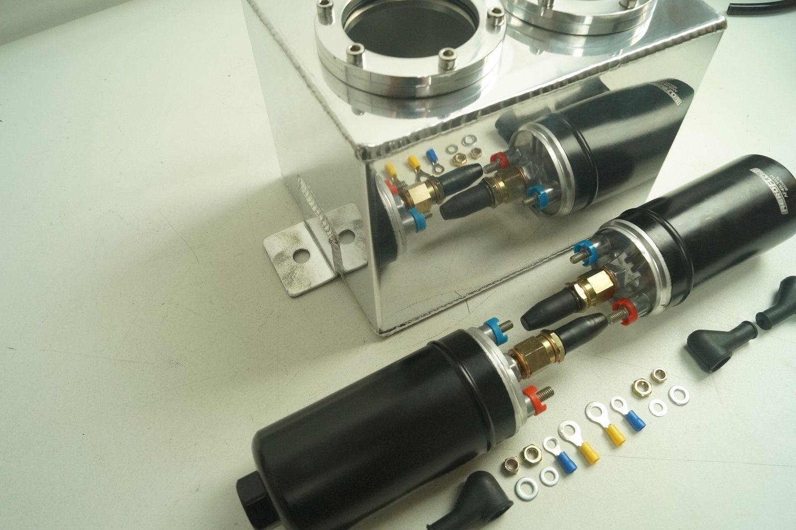 2.5 Litre Race Swirl Pot/Tank + 2 X 044 Type Fuel Pump + 3 x AN6 Fittings